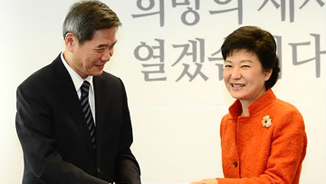 President-elect Park Meets with Chinese Envoy