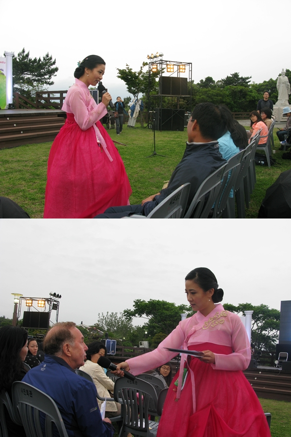 2011 Jeju Sweet Concert -- Interviewing the audience